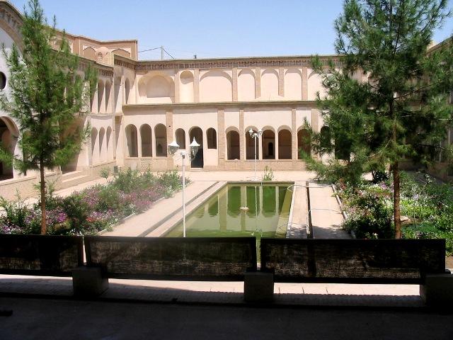 5 - هتل عامری کاشان