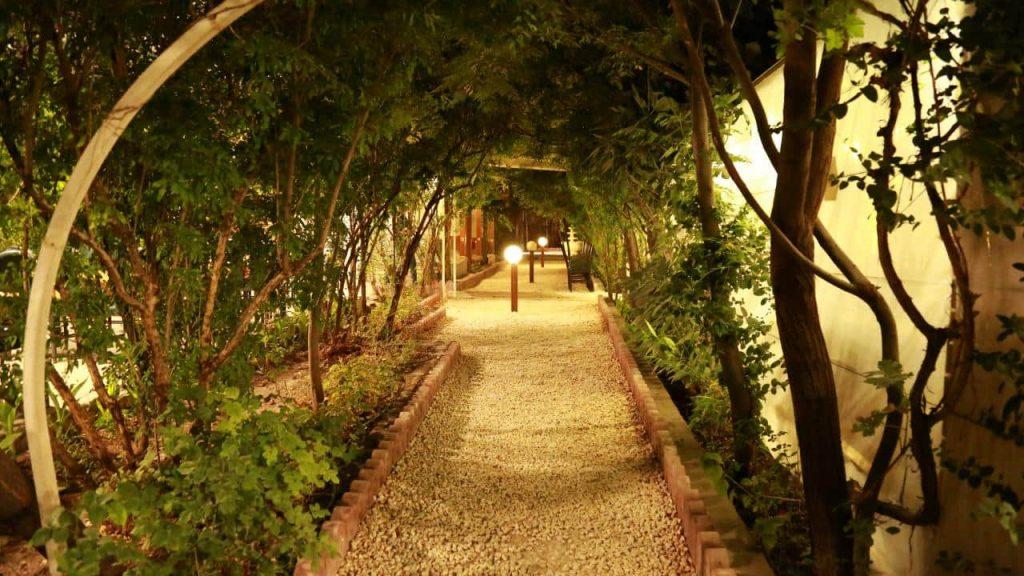 bagh7 1024x576 - مجموعه باغ رستوران بهشت فین کاشان