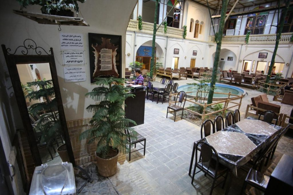 photo 2019 04 18 19 24 01 min 1024x682 - رستوران و سفره خانه سنتی مظفری کاشان