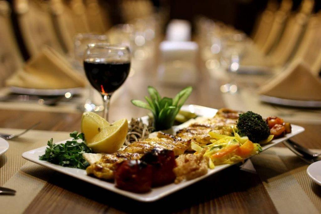 IMG 20190308 WA0003 min 1024x682 - رستوران بین المللی کی آشیان کاشان