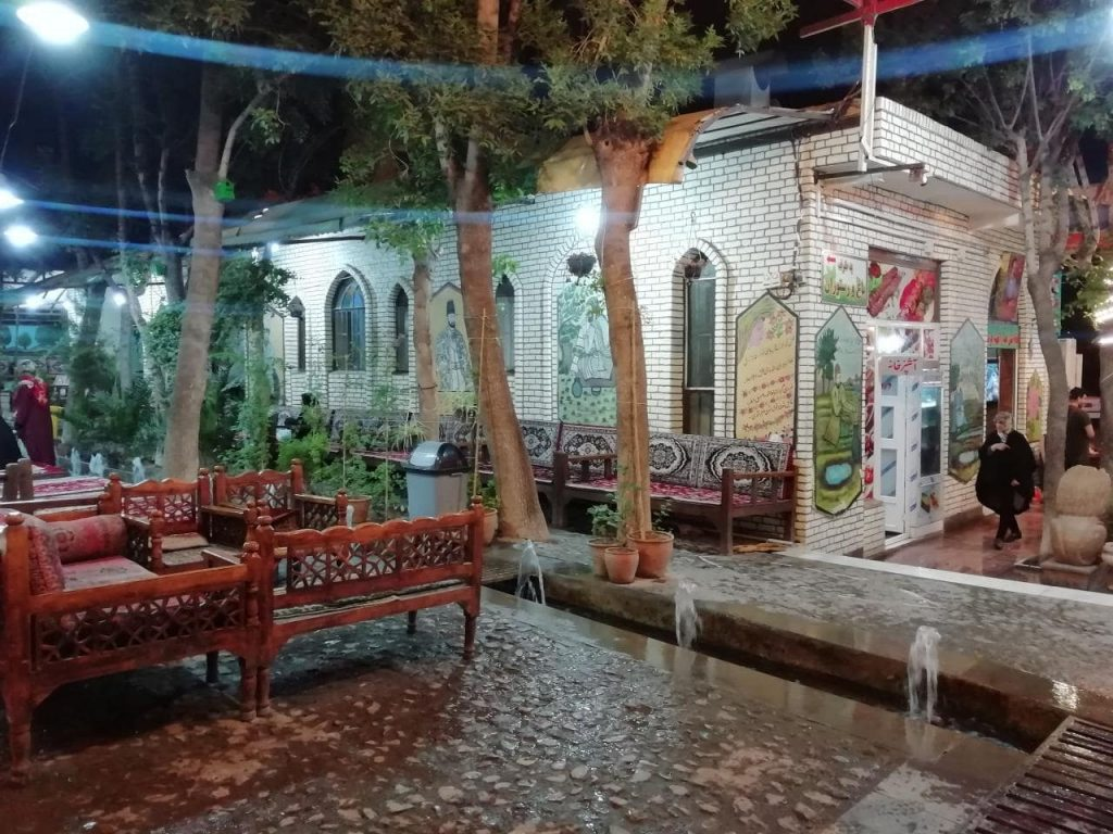photo 2019 08 04 21 48 17 min 1024x768 - مجموعه رستوران سفره خانه و گلابگیری سنتی سروی کاشان